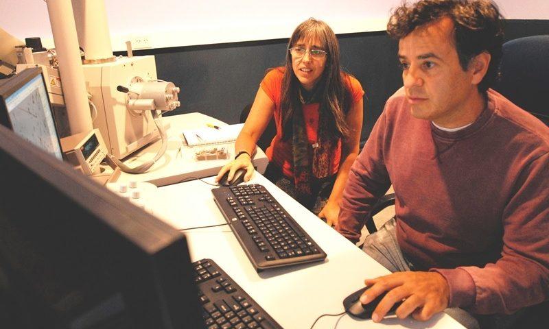 Instalan en el CAB un nuevo Microscopio Electrónico de Barrido