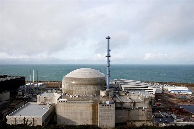 Francia anuncia que cerrará varios reactores nucleares