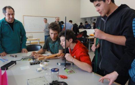 El IB y el CAB organizan talleres de experimentos para adolescentes
