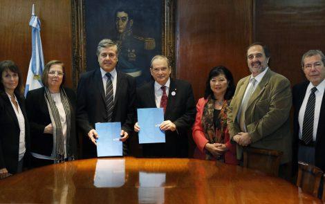 La ARN y el Ministerio de Salud firmaron un convenio de cooperación en temas de interés regulatorio para el uso de las radiaciones ionizantes en Argentina