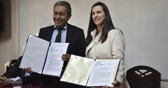 Directora Ejecutiva de ABEN, Hortensia Jiménez Rivera firma acuerdo con Decano de Ingeniería, de UMSA.