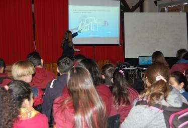 La empresa estatal Nucleoeléctrica Argentina realiza capacitaciones en las escuelas de Embalse, Córdoba.