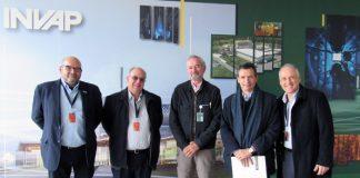 Autoridades de AESA recorrieron las instalaciones de la empresa Invap, tras la firma del acuerdo conjunto.